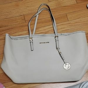 Large Michael Kors creme tote /flaws